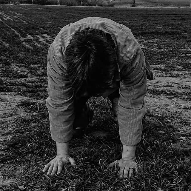 """Postura della prima pantomima dei tre facchini. Coreografia per la scultura teatrale """"Il pinguino"""" di Dario Bellini Foto"""
